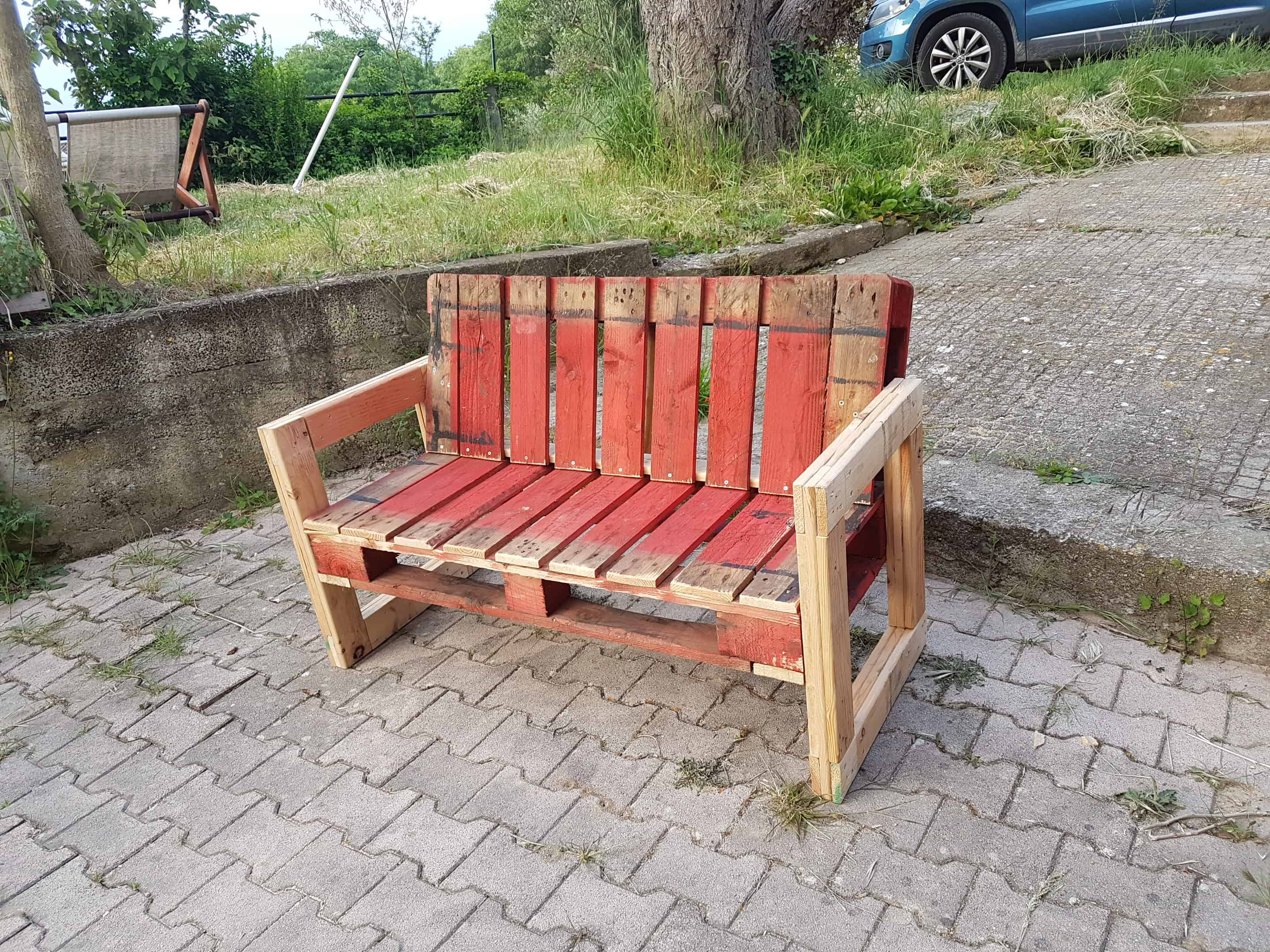 Astounding Red Pallet Garden Bench For Outdoor Relaxing 1001 Pallets Pdpeps Interior Chair Design Pdpepsorg