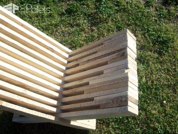 Stacked Pallet Wood Modern Chair / Chaise Palabre En Palette Pallet Benches, Pallet Chairs & Stools