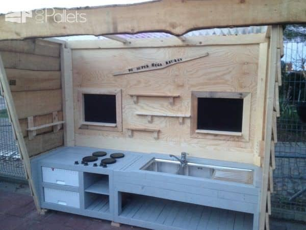 Super Mega Pallet Kid's Kitchen Fun Pallet Crafts for Kids Pallet Sheds, Cabins, Huts & Playhouses