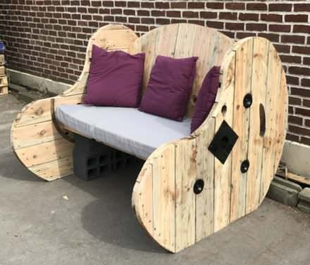 Upcycled Cable Spool Garden Bench / Salon De Jardin