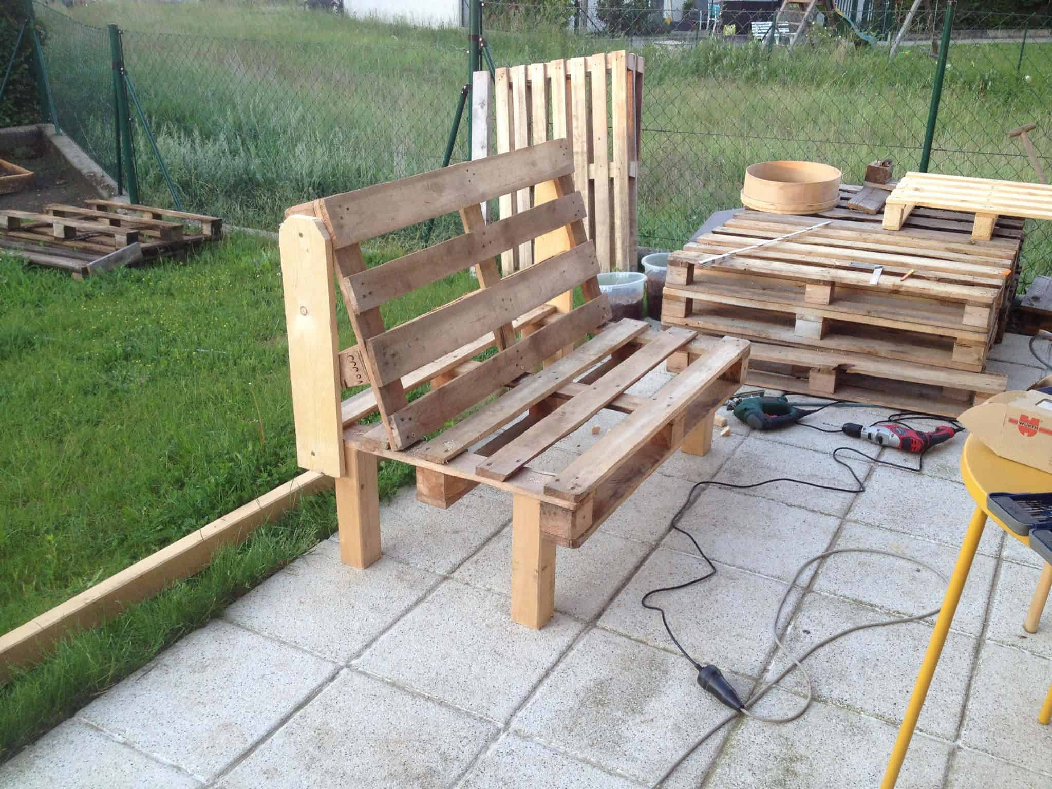 2 Person Comfy Pallet Garden Seat. Pallet Benches  Pallet Chairs   Patio furniture   Pallet Ideas