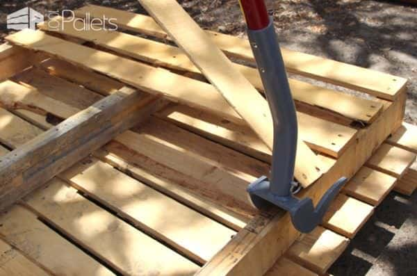 Pallet Dismantling Bar - This pallet breaker bar has shorter forks and breaks more boards.