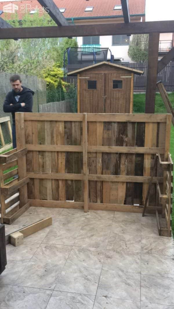 Backyard Pallet Garden Bar Will Get Parties Started