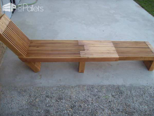 Beautiful Stacked Pallet Wood Lounge Set