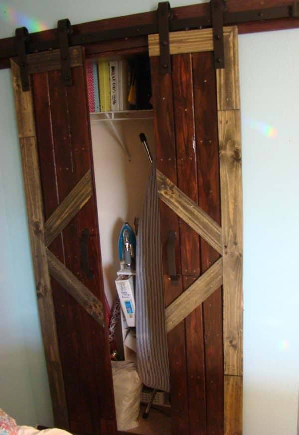 Build Your Own Stunning Sliding Pallet Barn Doors! DIY Pallet Tutorials Pallet Walls & Pallet Doors