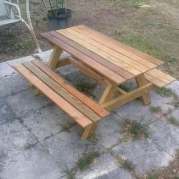 Children's Pallet Picnic Tables Are Too Cute!