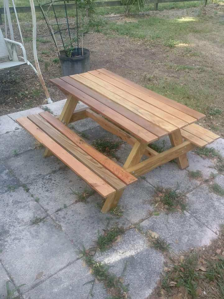 Pallet Picnic Tables Are Too Cute