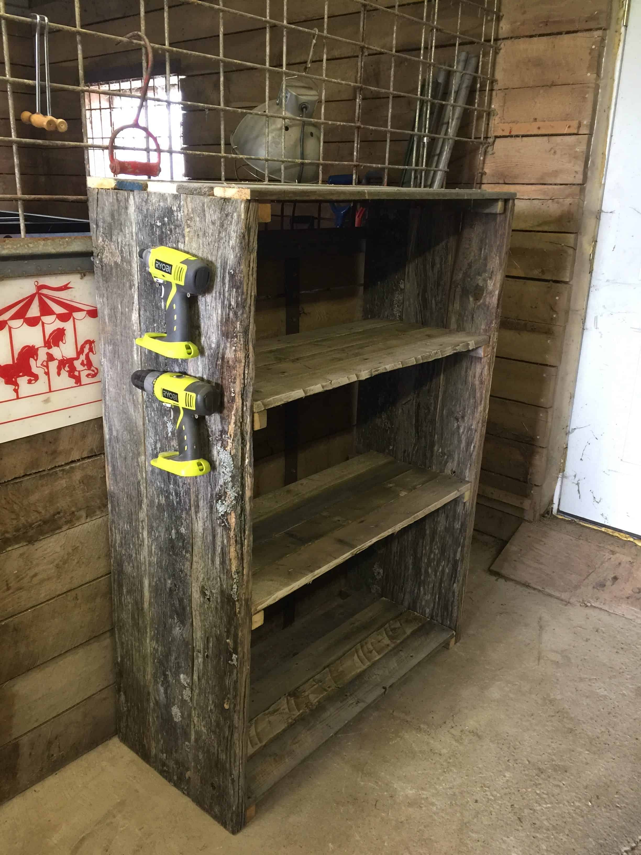Easy Diy Pallet Barn Shelves 1001 Pallets