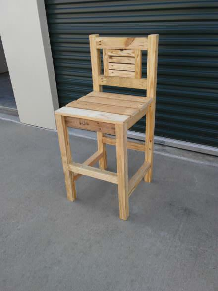 Rustic Designed Pocket Hole Pallet Bar Stool