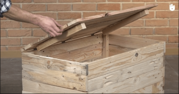 Make Your Own Pallet Storage Chest DIY Pallet Video Tutorials Pallet Boxes & Chests