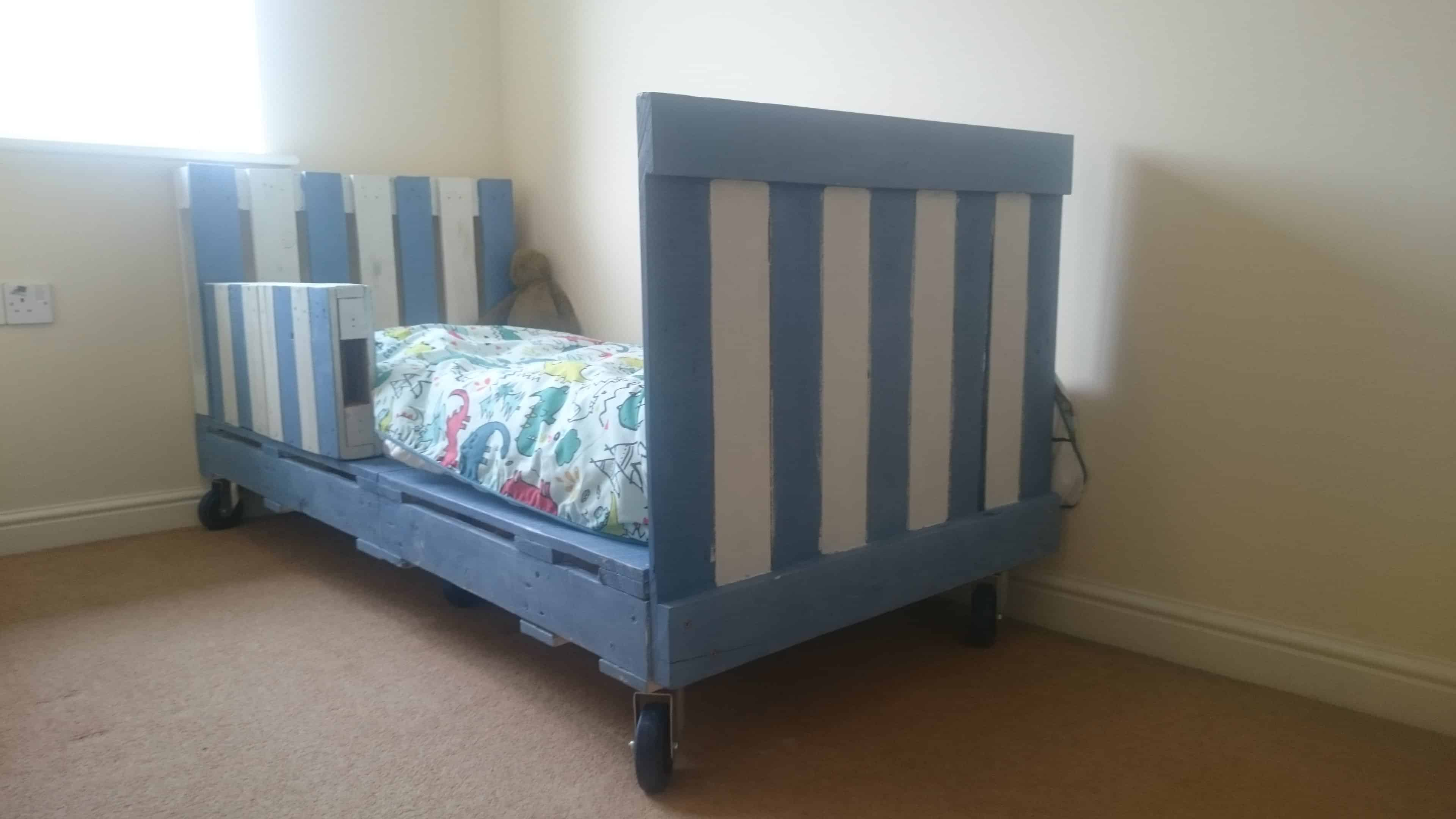 Transitional Children S Pallet Bed On Wheels 1001 Pallets