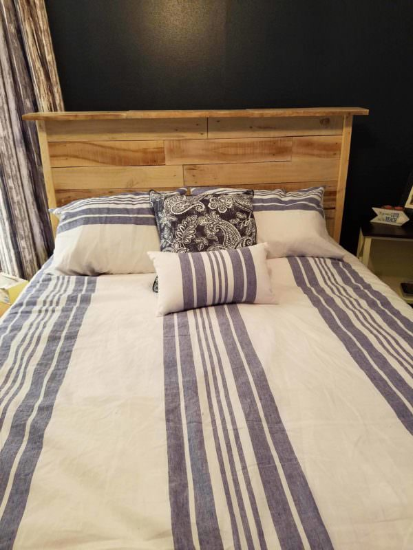 Queen-size Pallet Headboard