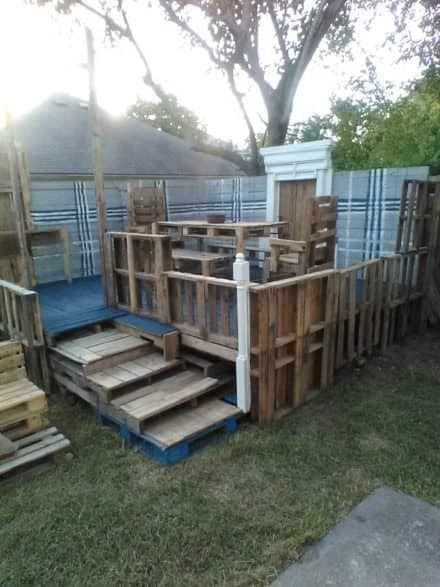Raised Pallet Wood Deck/Dining Set