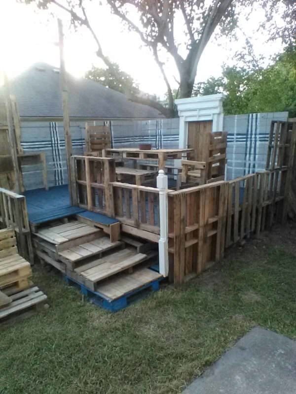 Raised Pallet Wood Deck/Dining Set Pallet Terraces & Pallet Patios