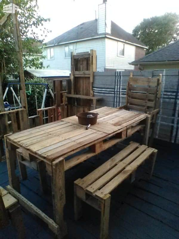 Raised Pallet Wood Deck Dining Set