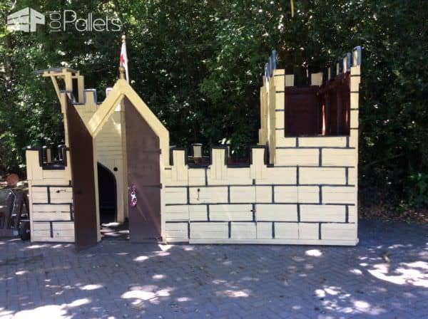 Terrific Pallet Wood Castle Will Make Kids Smile! Pallet Sheds, Cabins, Huts & Playhouses