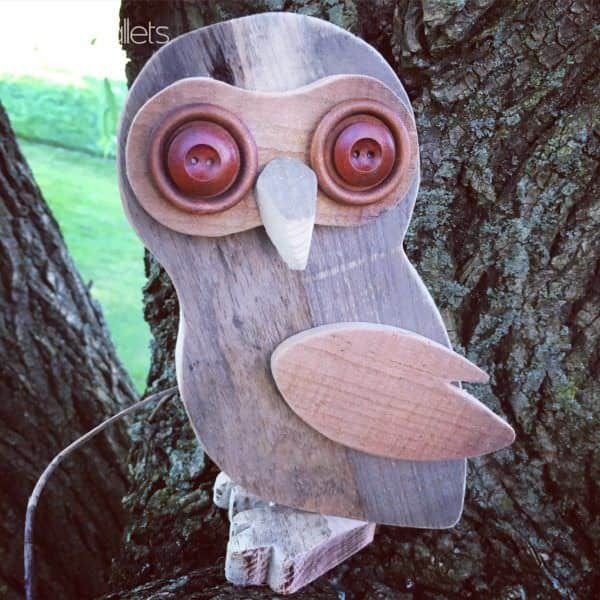 Make a little Pallet Wood Owl as a great gift or decor addition.