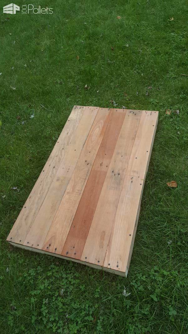 Pallet Corn Hole Game Board (Bean Bag Toss) DIY Pallet TutorialsFun Pallet Crafts for Kids