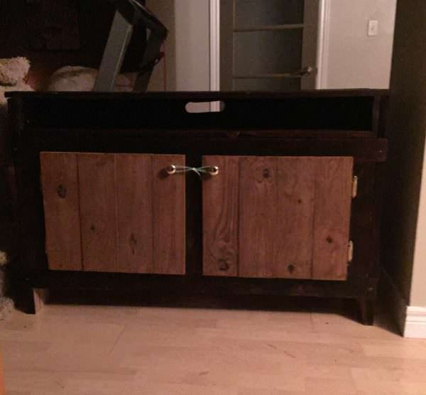 Gorgeous Pallet Wood Entertainment Unit uses two tones to play off the shapes and style of the unit.
