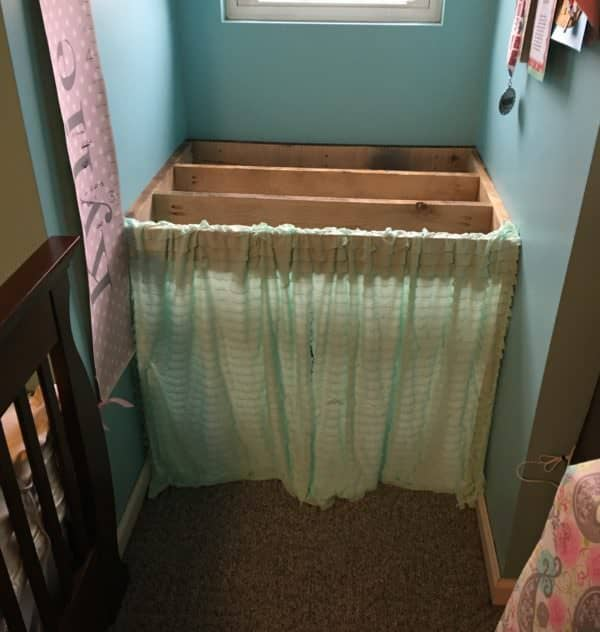 Add curtains to the raised platform and you instantly have a fun play place for the kids underneath of this Pallet Reading Nook.
