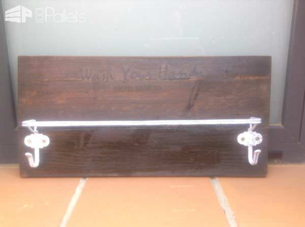 Jewelry / Key Hangers Made Using Pallet Wood Pallet Home Accessories