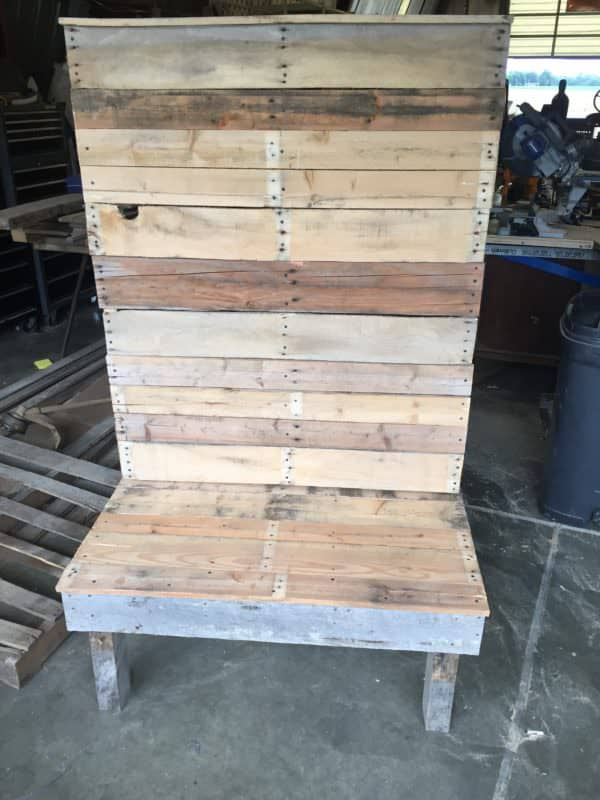 Front view of this Pallet Hallway Bench.