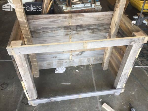 Country-Style Pallet Hutch will store your functional items and your collectibles in Rustic Style.