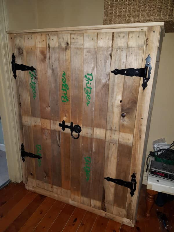 This Pallet Cupboard Organizes Your Hall / Entryway! Pallet Cabinets & Wardrobes