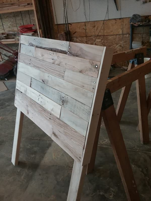 Incorporate live-edge boards in this Twin Size Pallet Wood Headboard for more appeal!
