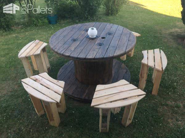 wicked cool spool stowaway pallet stool project touret lectrique et tabourets en palettes. Black Bedroom Furniture Sets. Home Design Ideas