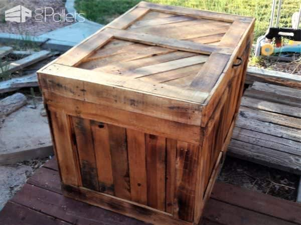 This Pallet Wood Storage Chest is beautiful enough to be used indoors too.