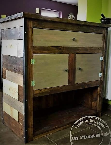 This Patchwork Pallet Bar has lots of storage including a drawer, two cabinets and a large open area at the bottom of the bar.