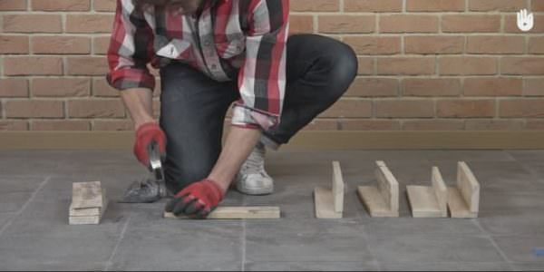 With the project broken down into easy steps, you can even have the kids help with this Fast Pallet Stool