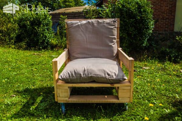 Add a pillow or cushion to this Pallet Armchair and you've got a great flexible family design.