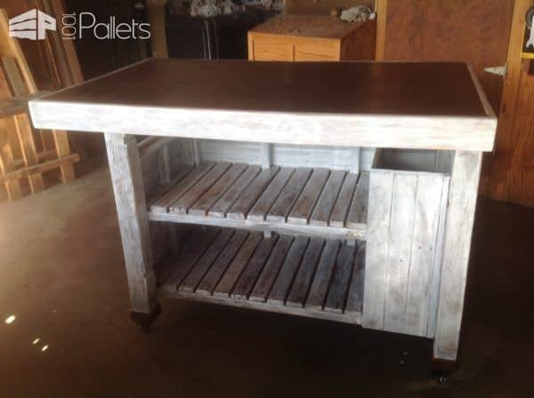Here is the final project - my Rolling Pallet Kitchen Island.