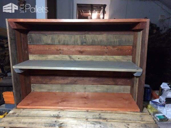 Pallet Dorm Bookshelf: easy pallet storage ideas.
