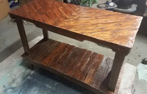 This Pallet Entryway Table features the pallet stringers with forklift arches.