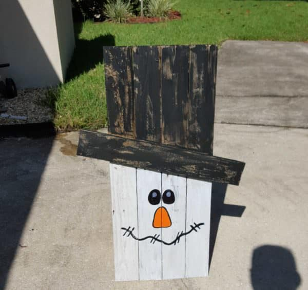 Family fun - build one of our Pallet Snowman Ideas!