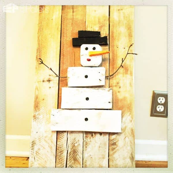 A chaming verison of our Pallet Snowman Ideas - this folksy little guy uses beans, twigs, and pallet scraps to create a cute little snowman.