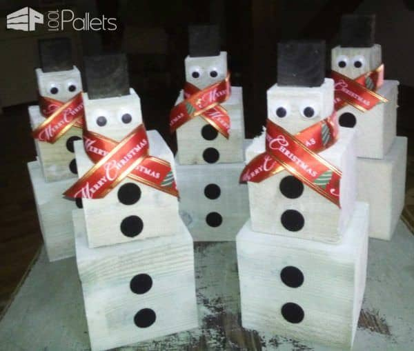 Pallet Snowman Ideas like this army of mini-snowmen from pallet blocks is a great family project.