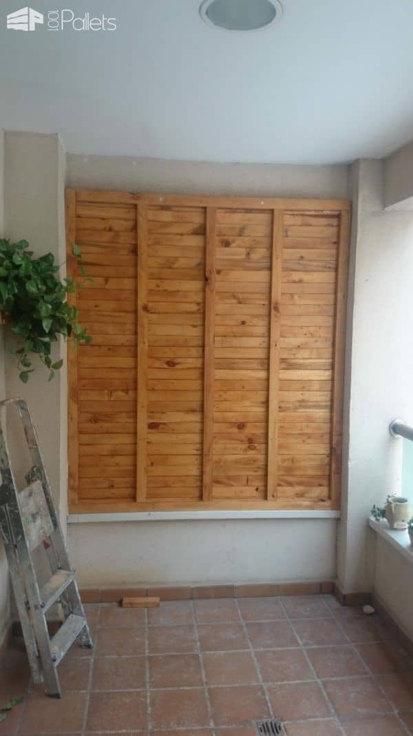 Pallet Wood Walls can do double-duty as a privacy wall too.