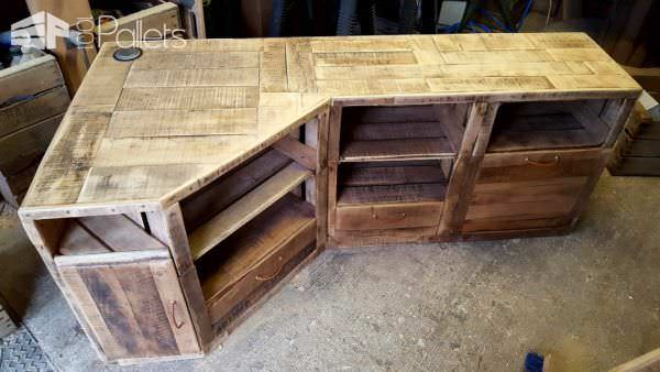 This Corner Pallet TV Stand features several drawers, cabinets, and shelves to accommodate all of your A/V equipment.