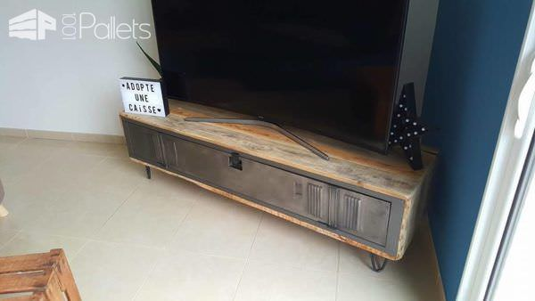 pallet locker tv stand 1001 pallets. Black Bedroom Furniture Sets. Home Design Ideas