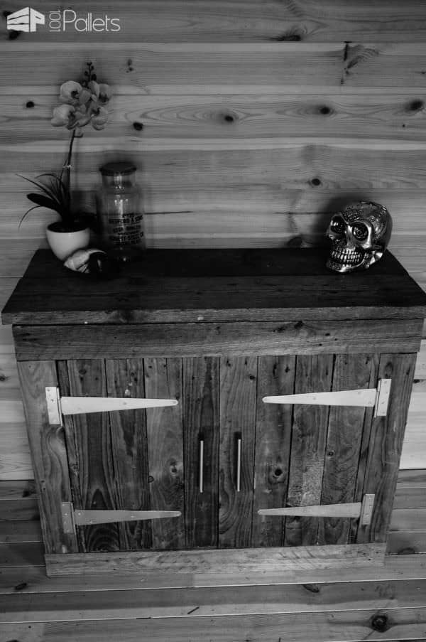 Use gate hinges and leave the wood rustic on this Reclaimed Pallet Wood Cabinet for a great look.