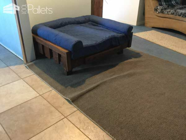 Raised Pallet Dog Bed is designed to fit the dog bed I have.