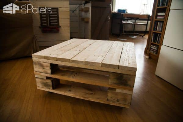 The top project in our September 2017 Pallet Ideas post is this charming, rustic industrial pallet coffee table.