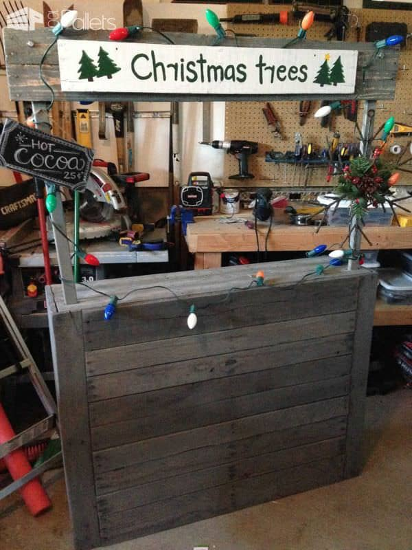 Make a Pallet Holiday Decor project like this Christmas tree sales booth.