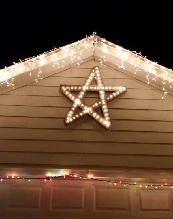 Pallet Holiday Decor includes this large pallet star lit with holiday lights.