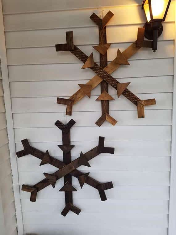 pallet christmas decor ideas include these lovely pallet snowflakes made from pallet remnants - Wood Pallet Christmas Tree