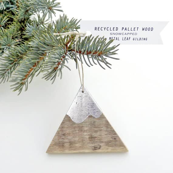these triangular mountain peaks are adorable adornment for your pallet christmas decor tree - Pallet Christmas Decoration Ideas